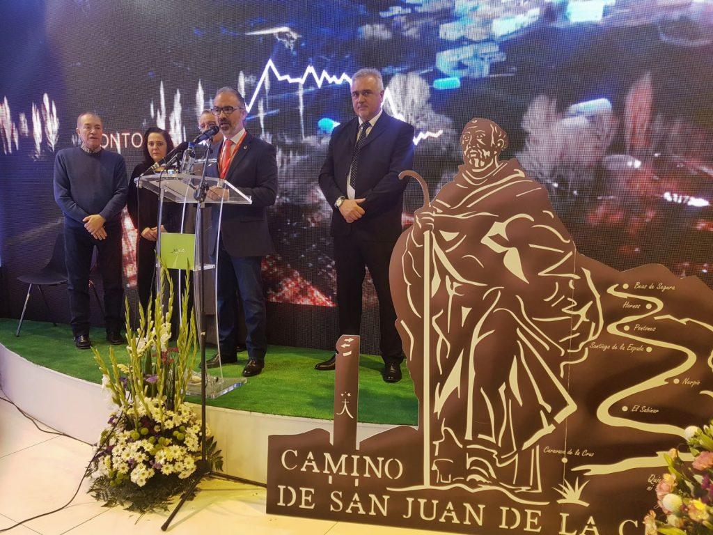 El alcalde de Caravaca, José Moreno, presentando el Camino de San Juan de la Cruz en FITUR/ Mercedes Caparrós.