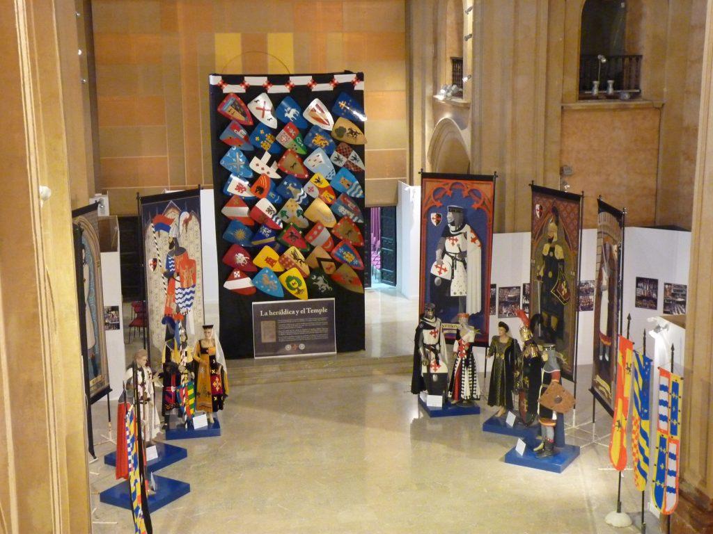 La exposición del 60 aniversario de la Soberana Orden del Temple en la antigua Iglesia de la Compañía de Jesús de Caravaca.