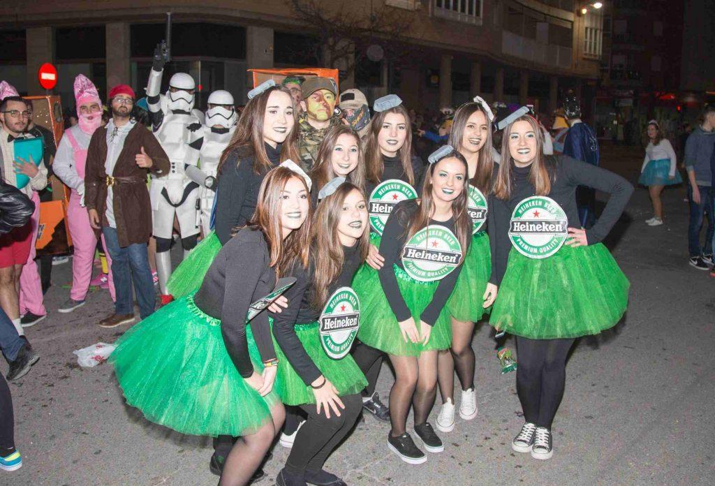 Chicas disfrazadas en el Carnaval de Caravaca.
