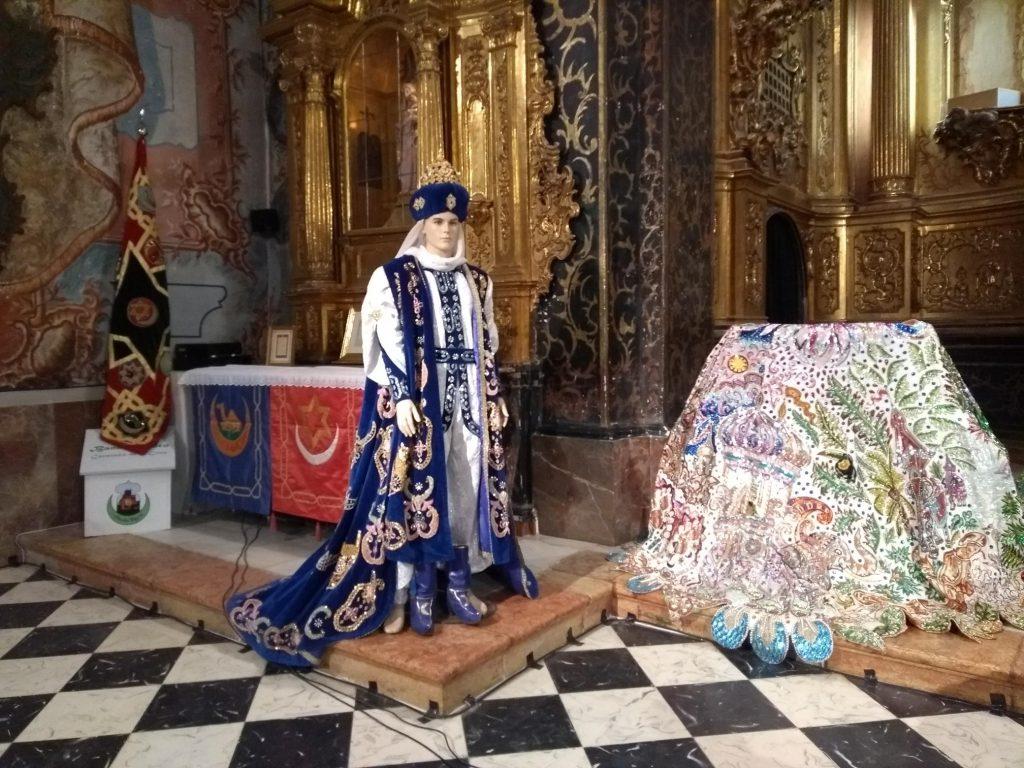 Traje de sultán, que lució Pedro Guerrero entre los años 1996 y 1998, en la Iglesia de San José.