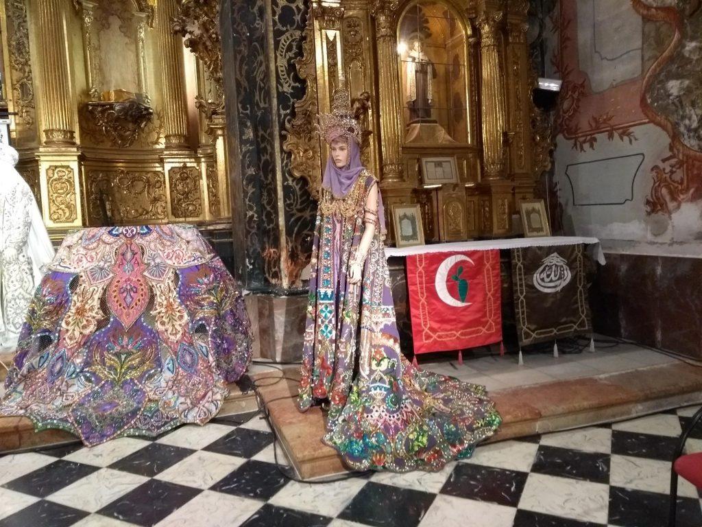 Traje de sultana, que llevó Mercedes Caparrós en 2001 y 2002, en la Iglesia de San José.