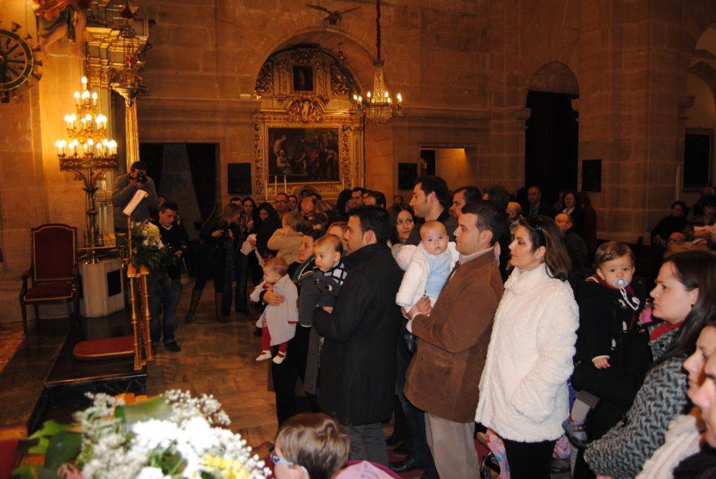 Misa de bendición de los  niños nacidos en el 2019 por la Stma. y Vera Cruz.